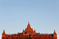 Bagan Pyathada crowds watching sunset